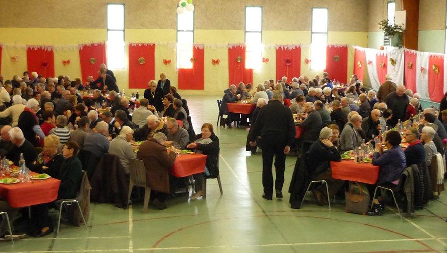 Le repas des aînés, un agréable moment, offert par la municipalité en avant-première des fêtes de fin d'année.
