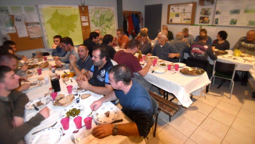 Les chasseurs partagent un repas en faveur du Téléthon.
