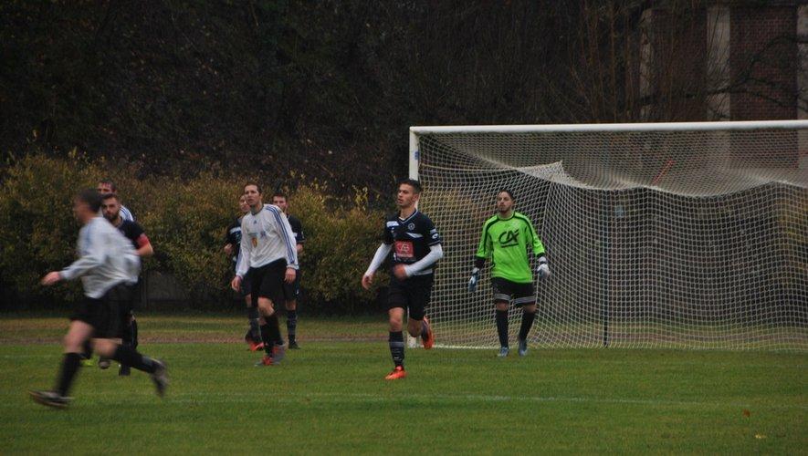 Le gardien, Walid Kada, ici avec la réserve à Aubin début décembre, a fait un bon match.