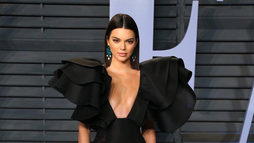 Souvent placée sous le signe du chic, la soirée Vanity Fair organisée en marge des Oscars a vu débouler une Kendall Jenner en mini-robe Redemption avec un décolleté vertigineux. Il fallait oser. Beverly Hills, le 4 mars 2018.
