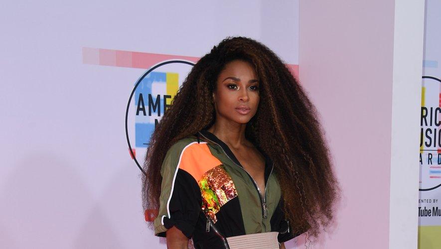 La chanteuse Ciara s'est également démarquée lors des American Music Awards, arborant une mini-robe d'inspiration sportive ultra sexy lorsqu'elle est portée avec des talons vertigineux. Le tout signée Dsquared2. Los Angeles, le 9 octobre 2018.