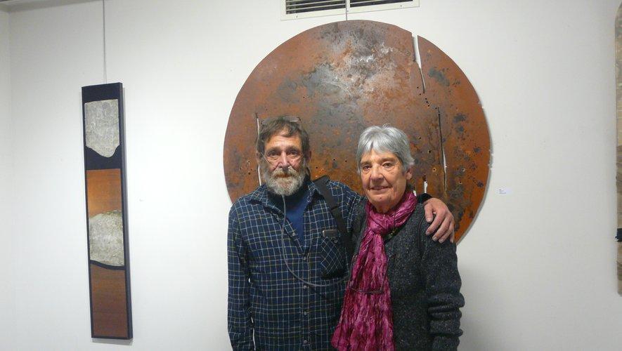 Devant les œuvres de l'artiste, son ami de longue date Daniel Alberny et Mme Tieulié-Monestier