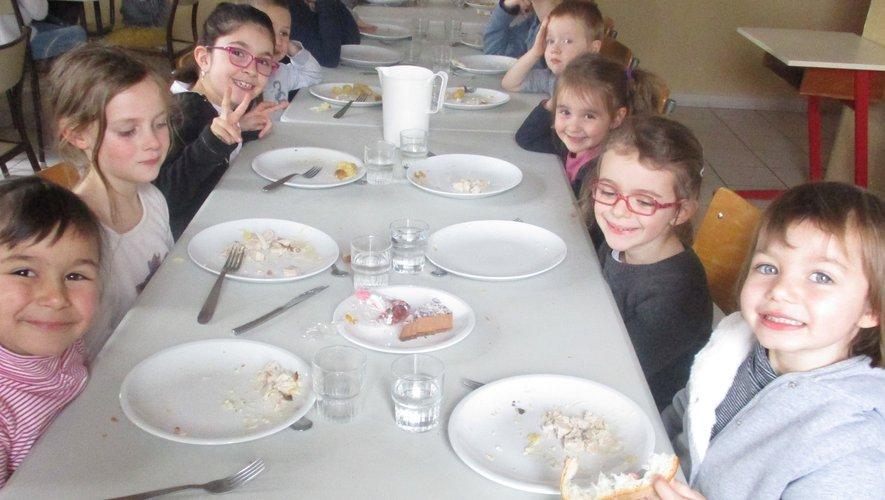 Les écoliers ont dégusté le menu de Noël à la cantine