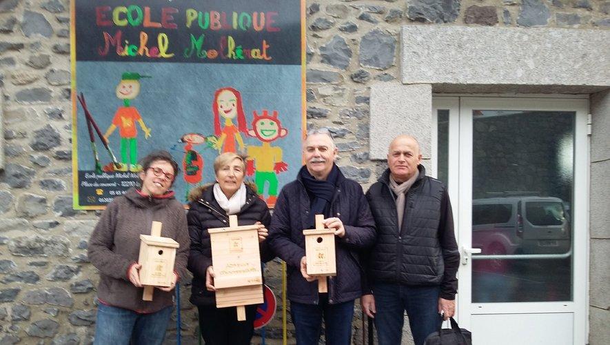 De g à Dr Laure Bensen,Bernadette de Trémontels, Vincent Alazard et Eric Rieutort à l'école publique