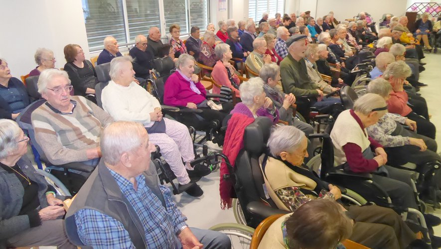 Les résidants ont apprécié le spectacle proposé par le duo Claude et Anne-Marie.