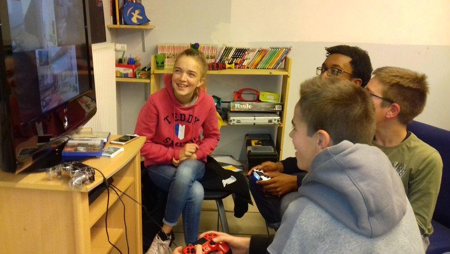 Mercredi 18 décembre jeux vidéo pour les jeunes de l'espace « La Salle ».