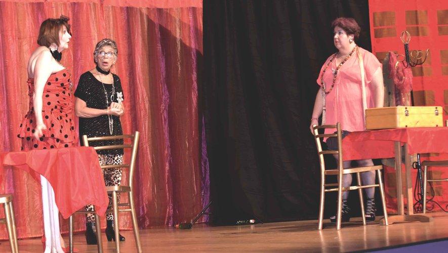 Les comédiens lors de la représentation de la pièce.