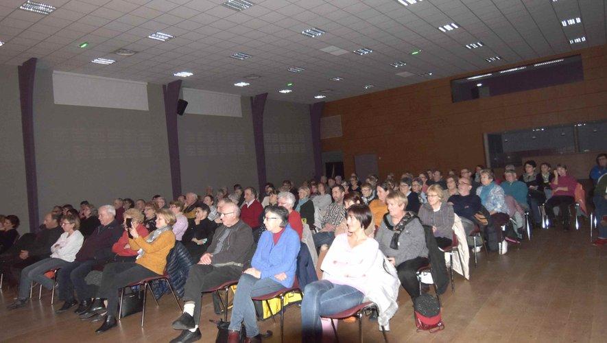 Le public à la représentation de la pièce, Au capucin agile,