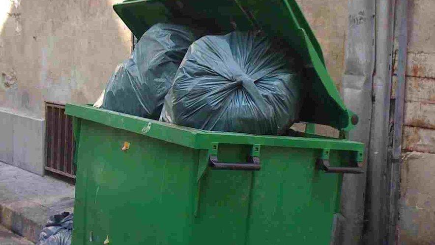 Le ramassage des sacs-poubelles est l'affaire de tous.