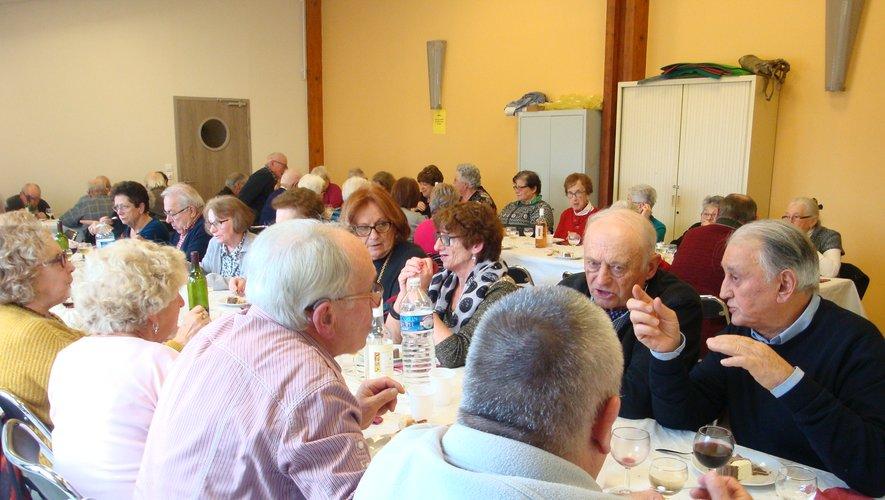 Le repas de Noël des aînés a réuni une cinquantaine de personnes.