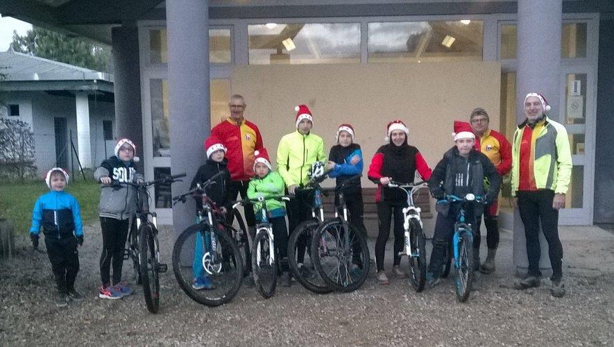 Le père Noël fait de la bicyclette