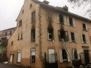 Une maison de cinq appartements détruite par le feu le 24 décembre. Il n'y a pas eu de victime.
