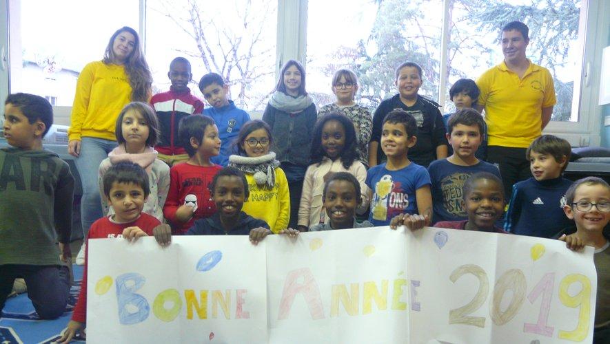 Les enfants fiers de montrer leur réalisation pour vous souhaiter une bonne année 2019.