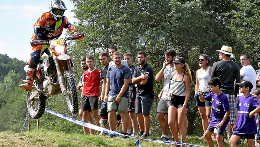 L'Aveyron terrain de jeu pour la moto et l'Aveyronnaise classic.