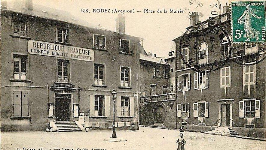 La place Adrien-Rozier où était autrefois implantée la mairie.