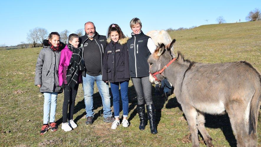 Franck et Véronique Josceran avec leurs jumelles Cassie et Tiphaine,ainsi que leur nièce Louna.