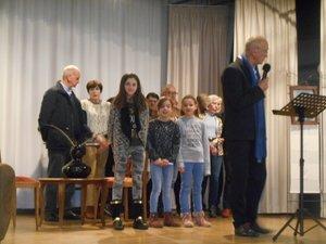 Sur la scène, M. Delpal s'est adressé à ses concitoyens, avec une efficace simplicité.