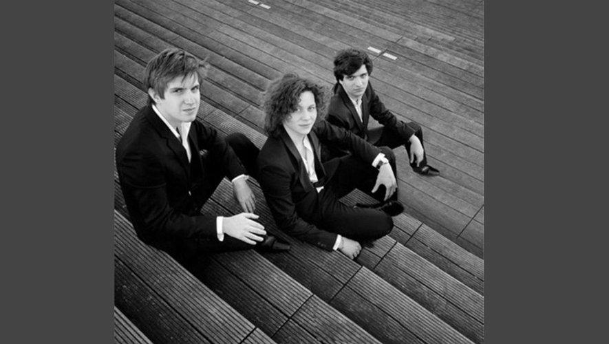 Théo Fouchenneret, piano, David Petrlik, violon et Volodia Van Keulen violoncelle du trio Messiaen.