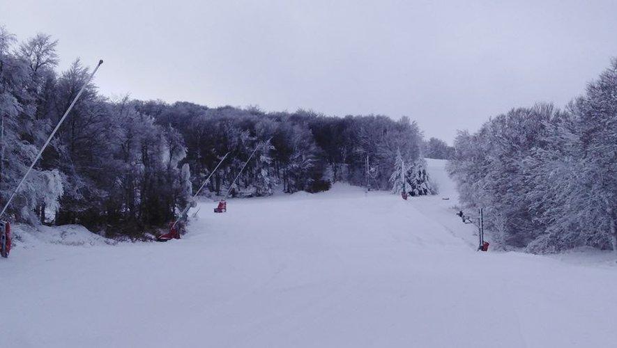 La neige tombée encore ce jeudi permet à la station d'ouvrir.