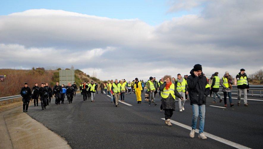 Après négociation, les « gilets jaunes » se sont rendus sur le viaduc où certains ont fait un pique-nique.