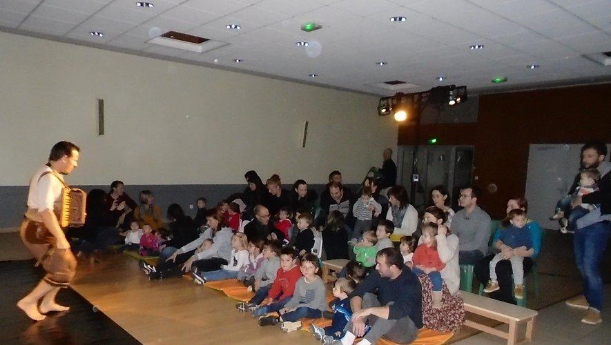 Le Relais d'assistantes maternelles offre un beau spectacle aux enfants