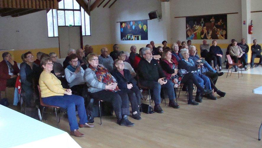 Le public à l'écoute de Milja et de sa voix enchanteresse...