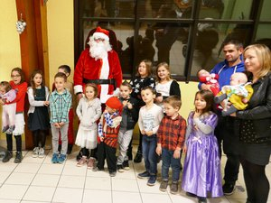 Ils étaient 15 enfants dont 3 nés au cours de l'année 2018 à accueillir le Père Noël