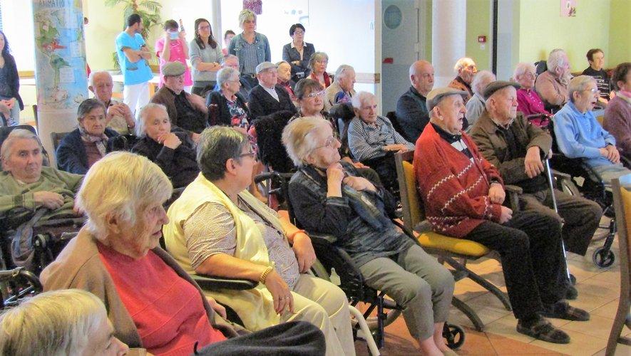 Les intervenants ont présenté leurs meilleurs vœux aux résidents, aux bénévoles et aux membres du personnel.