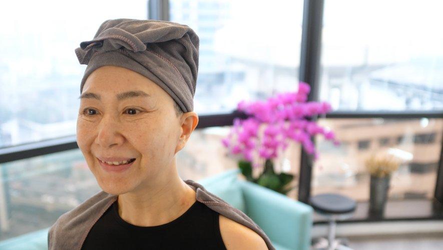 A 56 ans, Ma Yinhong prend très à coeur son rôle de mannequin dans un défilé de mode à Shanghai.