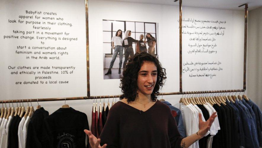 Avec sa ligne de vêtements, Yasmeen Mjalli veut redonner confiance aux Palestiniennes face au harcèlement de rue.
