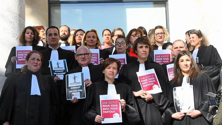 """Les avocats aveyronnais dénoncent un projet qui """"entend éloigner les justiciables les plus modestes des instances de justice""""."""