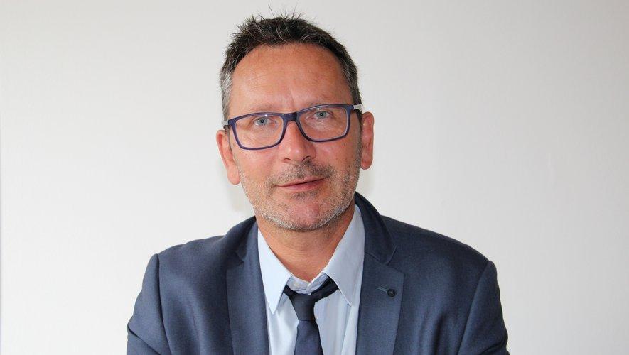 Franck Arnal heureux récipiendaire du célèbre ruban rouge.