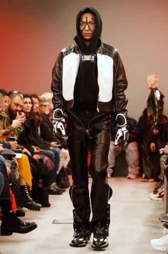 L'univers du sportswear colle à la peau des créateurs, mais Sankuanz se démarque légèrement en s'inspirant de plusieurs thèmes bien précis comme la moto avec des pièces et des matières dédiées. Paris, le 15 janvier 2019.