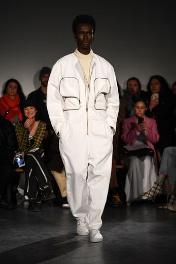Le workwear est également à l'honneur chez Hed Mayner mais dans un style très sportswear, décliné dans des couleurs douces et sobres. Paris, le 15 janvier 2019.