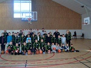 Des enfants de  l'école de basket du Luc-Primaube basket.