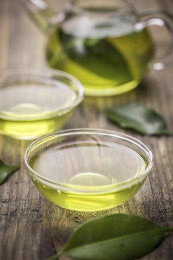 Préparer son thé vert avec de l'eau en bouteille permet la consommation d'un plus grand nombre d'antioxydants.
