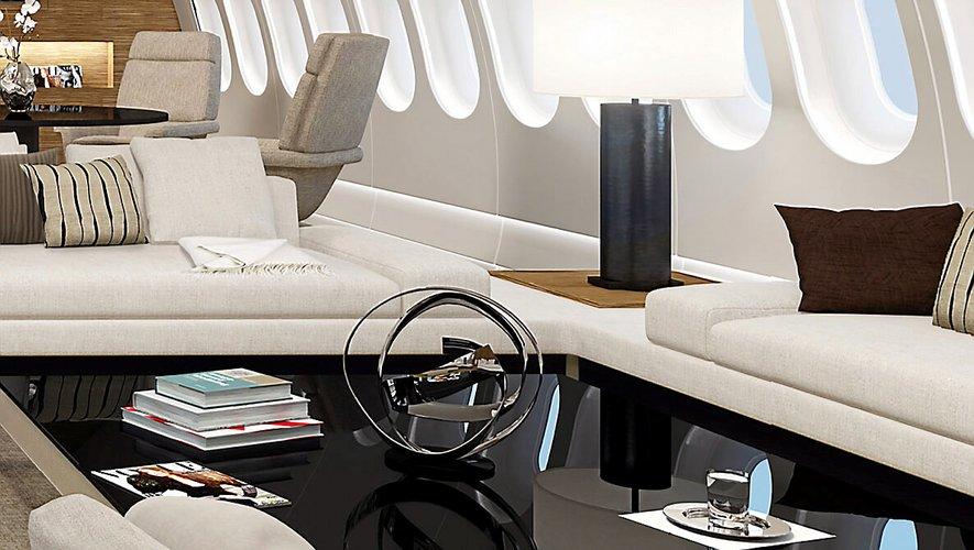 Jacques Pierrejean a mis deux ans et demi pour le concevoir l'intérieur du Deer Jet (en haut). Presque autant pour le Yas, un yacht de luxe de 141 m de long.