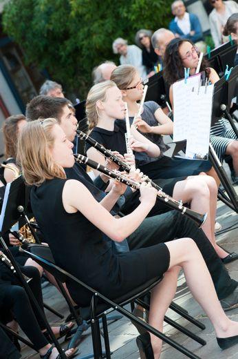 Les musiciens de l'ensemble à vents.