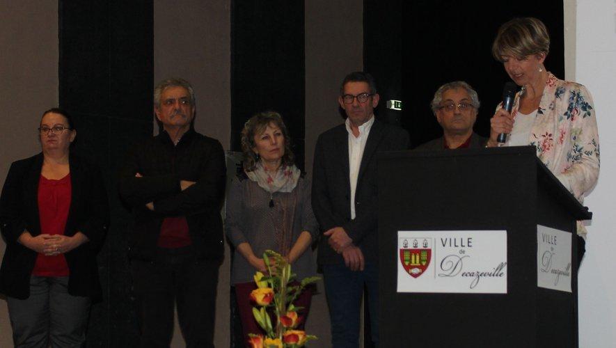 La députée Anne Blanc entourée par les élus locaux et la sous-préfète Pascale Rodrigo.