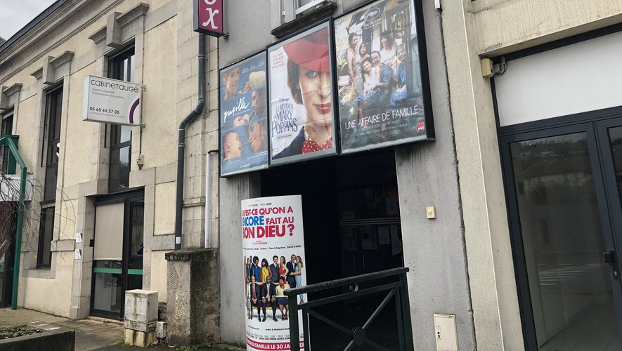 Le cinéma Vox, situé 16, boulevard Charles-de-Gaulle, compte deux salles d'exploitation.