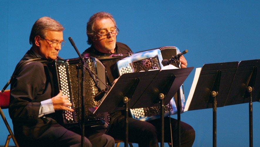 """Avec la mort de Marcel Azzola, à l'âge de 91 ans, disparaît un très grand """"Monsieur"""" de l'accordéon, qui a donné en France un souffle nouveau à l'instrument en l'emmenant vers le jazz."""