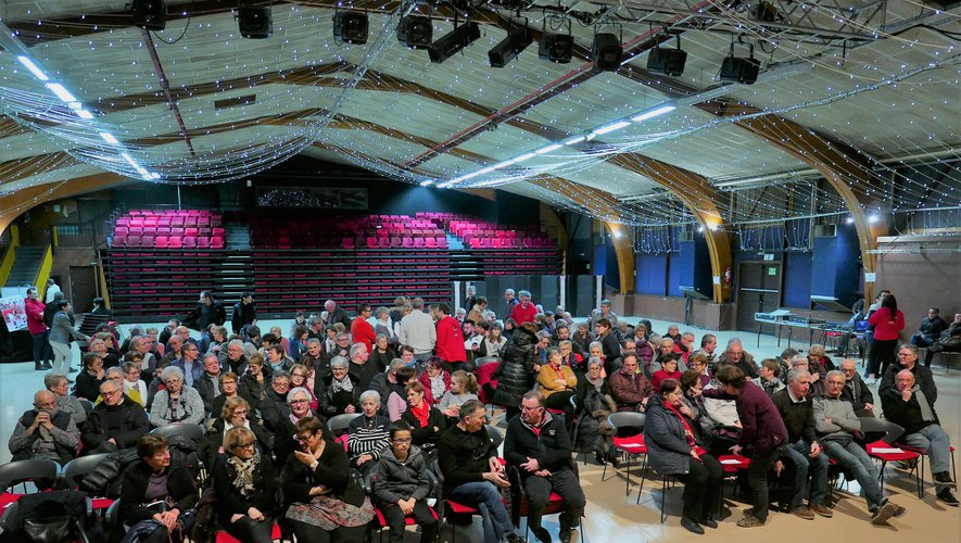 Plus de 200 personnes étaient présentes à la salle des fêtes.