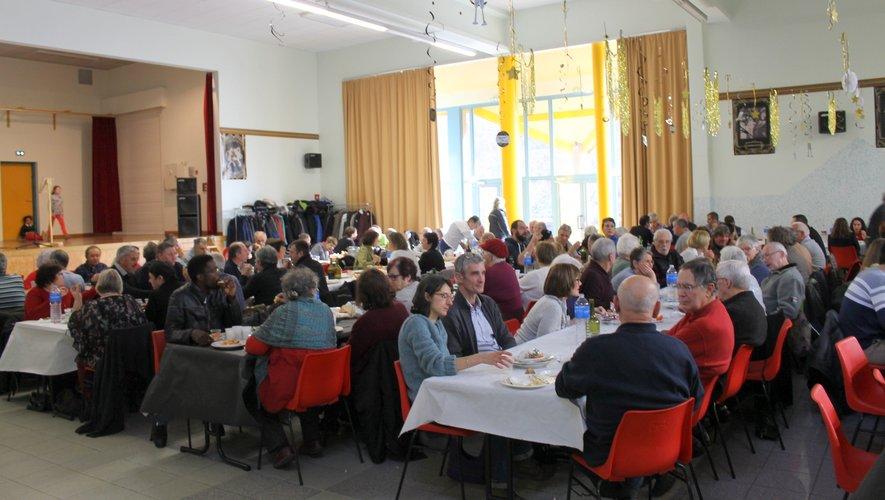 Tout le monde s'est ensuite retrouvé autour d'une bonne table.