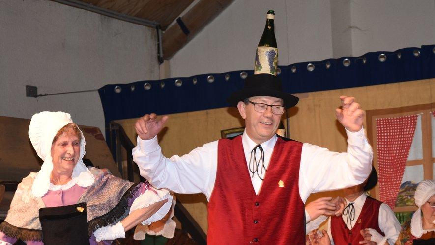 La danse des bouteilles permet de tester la sobriété du danseur.