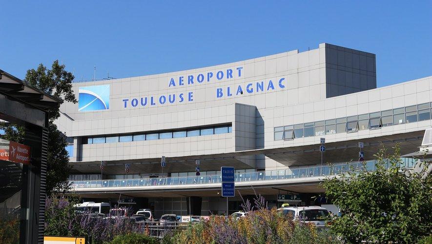 L'aéroport de Toulouse-Blagnac est le cinquième aéroport français au niveau de la fréquentation.