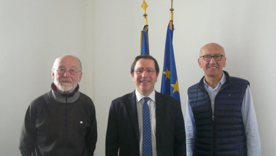 René Bécouze et les maires J.-P. Keroslian et M. Delpal