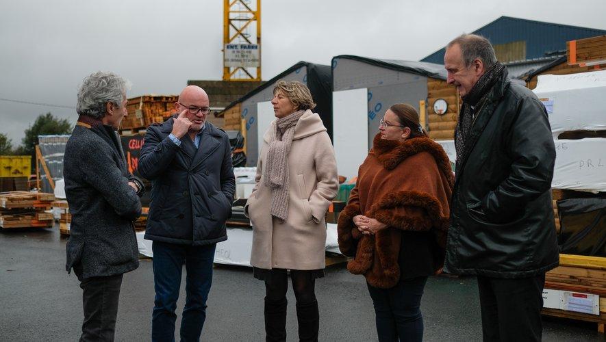 De gauche à droite : Michel Soulié, maire ; Sébastien Renaud, directeur général du site rieupeyrousain ; Anne Blanc, députée  Pascale Rodrigo, sous-préfète et Vivian Couderc, premier adjoint à la mairie.