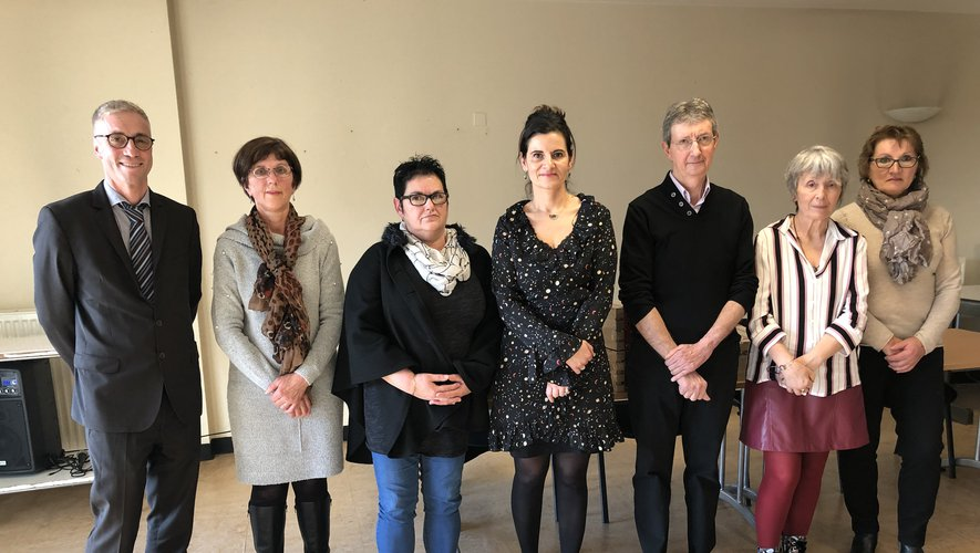 Les récents retraités de l'hôpital ont été honorés hier après-midi par le directeur Vincent Prévoteau (à gauche) ainsi que par la directrice déléguée, Christelle Dumoulin (au centre)./  MCB.