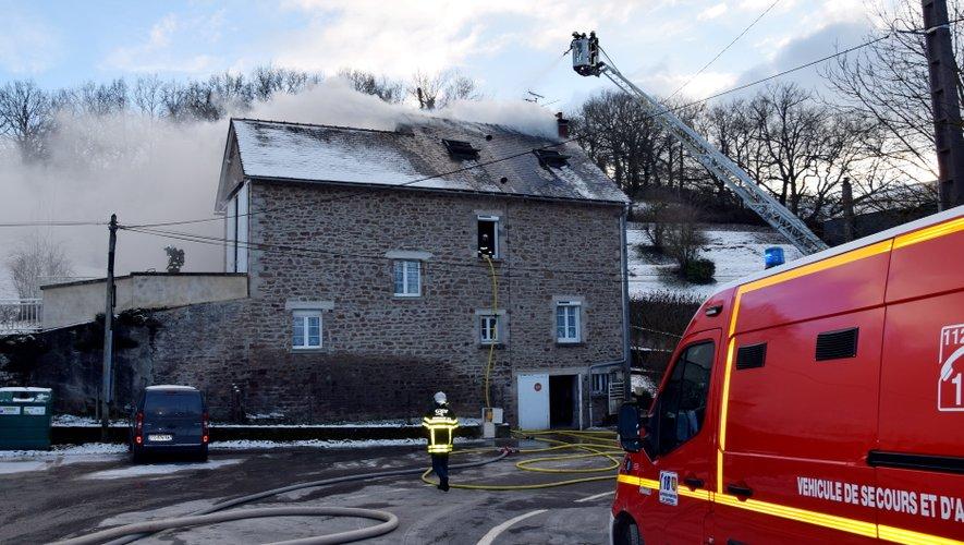 Les sapeurs-pompiers étaient toujours sur place ce jeudi, en début de soirée.