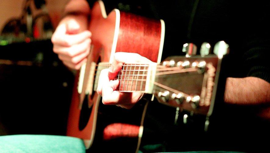 Une soupe et des guitares.